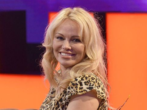 Hair, Blond, Performance, Smile, Long hair, Singer, Music artist, Brown hair, Television presenter,