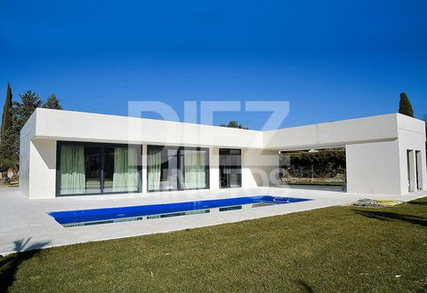 Property, Real estate, Facade, Azure, Concrete, Shade, Composite material, Yard, Lawn, Courtyard,