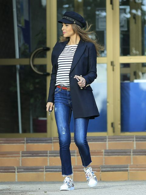 Clothing, Blue, Leg, Sleeve, Trousers, Denim, Textile, Joint, Outerwear, Coat,