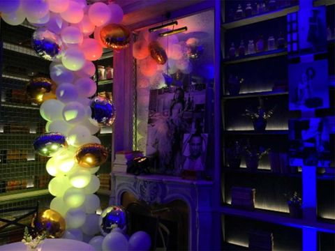 Blue, Purple, Violet, Light, Majorelle blue, Balloon, Lighting, Architecture, Electric blue, Party supply,