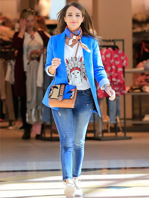 Blue, Trousers, Denim, Outerwear, Fashion show, Jeans, Bag, Style, Street fashion, Fashion model,