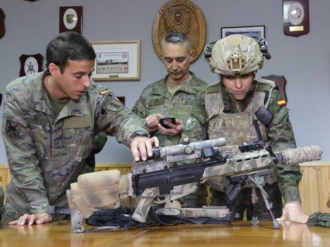 Soldier, Military uniform, Military person, Military camouflage, Gun, Army, Military, Military organization, Uniform, Machine gun,