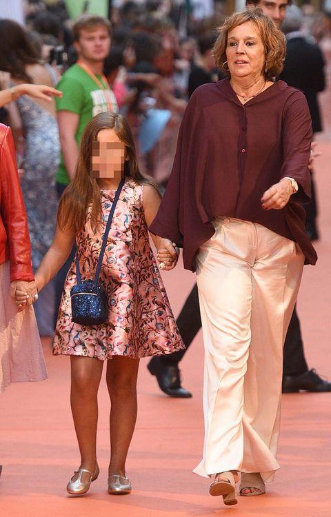 Fashion, Fashion model, Event, Long hair, Fashion show, Footwear, Street fashion, Fashion design, Brown hair, Fawn,
