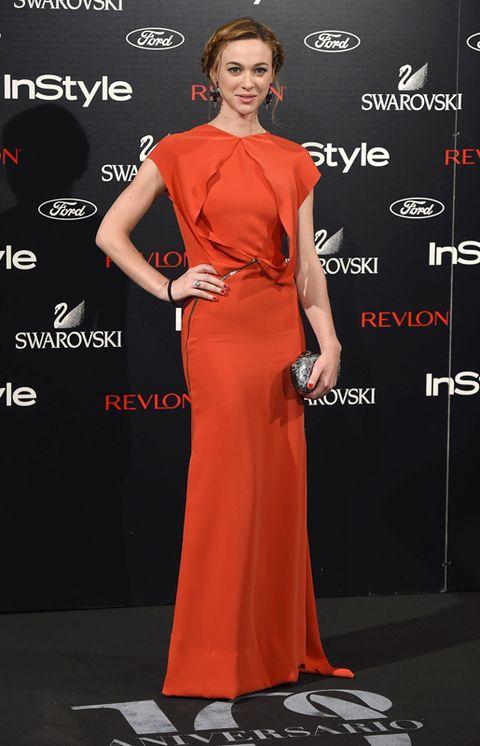 Clothing, Dress, Shoulder, Flooring, Red, Style, Premiere, Formal wear, Eyelash, Carpet,