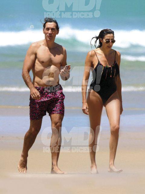 Leg, Human body, Human leg, Standing, Summer, People in nature, Barefoot, Thigh, Chest, Swimwear,