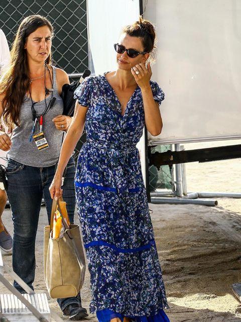 Clothing, Eyewear, Trousers, Sunglasses, Jeans, Outerwear, Bag, Denim, Dress, Fashion accessory,