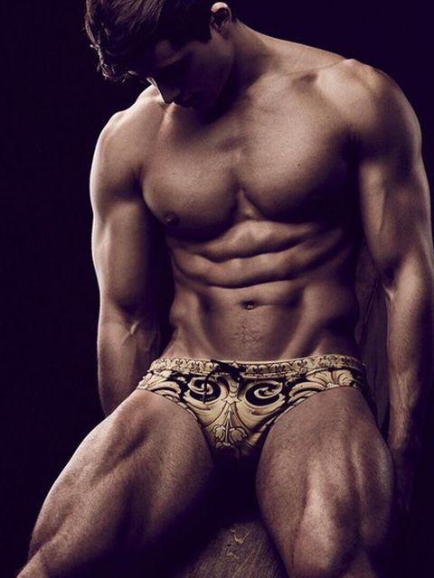 Skin, Human body, Shoulder, Chest, Human leg, Barechested, Joint, Standing, Bodybuilder, Trunk,