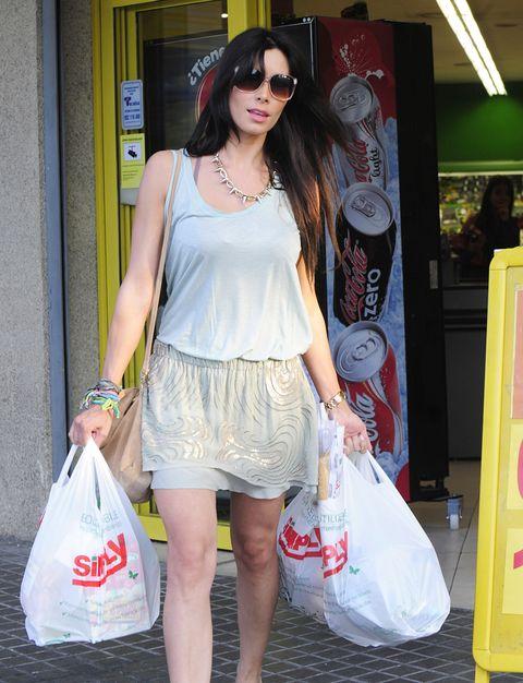 Clothing, Shoulder, Bag, Fashion accessory, Style, Luggage and bags, Goggles, Sunglasses, Street fashion, Fashion,