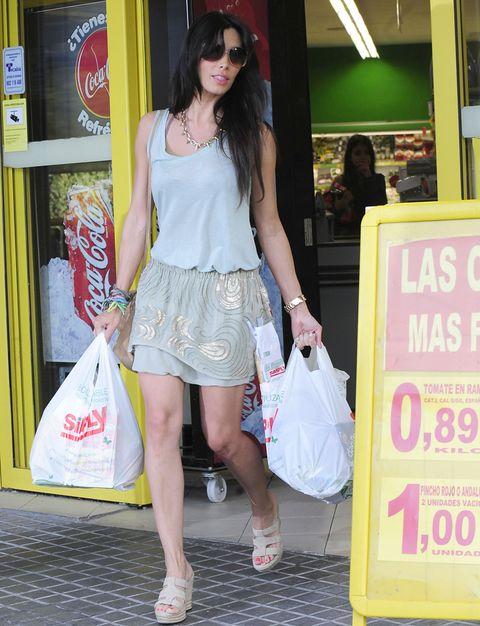 Clothing, Eyewear, Leg, Textile, Human leg, Bag, Sunglasses, Style, Fashion accessory, Street fashion,