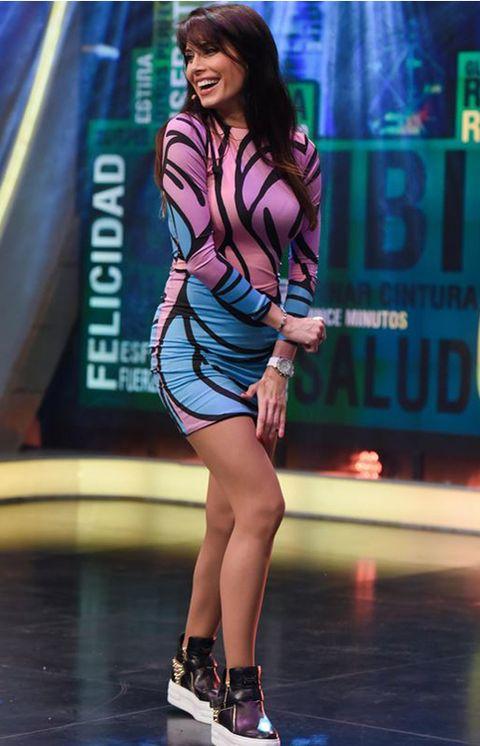 Leg, Human leg, Shoe, High heels, Dress, Sandal, Fashion model, Waist, Thigh, Knee,