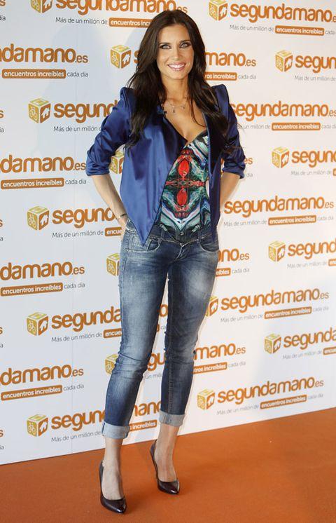 Blue, Sleeve, Denim, Jeans, Textile, Orange, Outerwear, Style, Street fashion, Flooring,