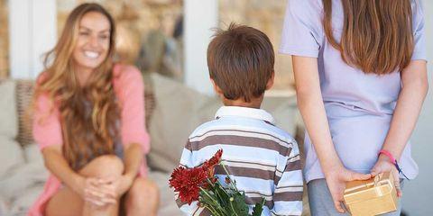 Human, Interaction, Sharing, Bag, Bouquet, Love, Back, Cut flowers, Waist, Brown hair,