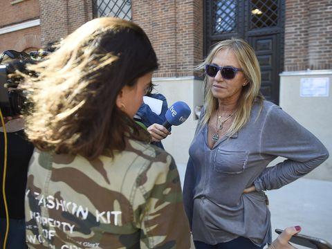 Eyewear, Sunglasses, Blond, Jacket, Long hair, Glasses, Brown hair,