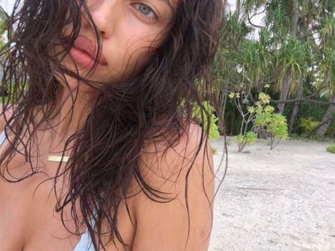 Hair, Black hair, Hairstyle, Beauty, Lip, Brown hair, Long hair, Bikini, Nose, Surfer hair,