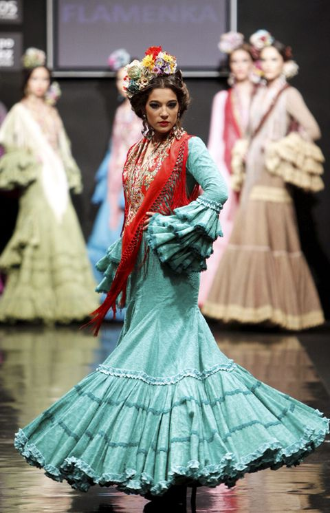 Event, Entertainment, Performing arts, Pink, Costume design, Style, Formal wear, Performance, Hair accessory, Dress,