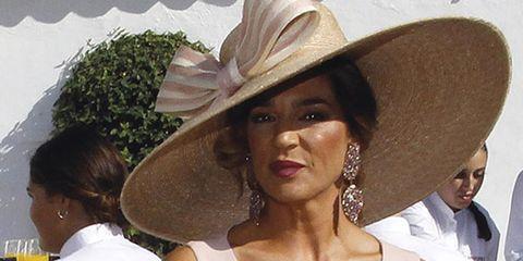 Hat, Clothing, Sun hat, Fashion accessory, Headgear, Costume hat, Fedora, Cowboy hat, Sombrero, Hatmaking,