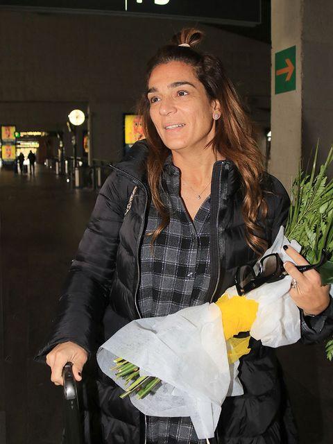 Hand, Street fashion, Bag, Houseplant, Plastic bag, Handbag,
