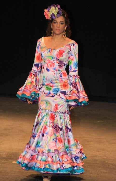 Dress, Fashion show, Style, One-piece garment, Fashion, Fashion model, Day dress, Model, Costume design, Headpiece,