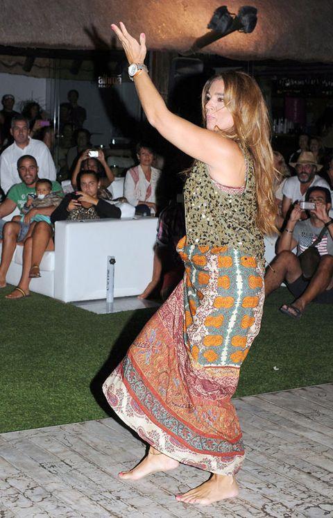 Face, Arm, Leg, Entertainment, Performing arts, Dancer, Dance, Barefoot, Trunk, Party,