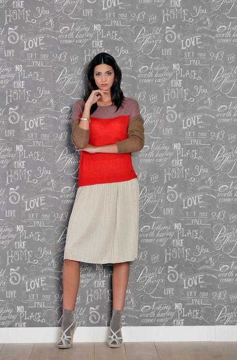 Sleeve, Style, Class, Blackboard, Education, Khaki, Handwriting, Knee, Beige, Street fashion,