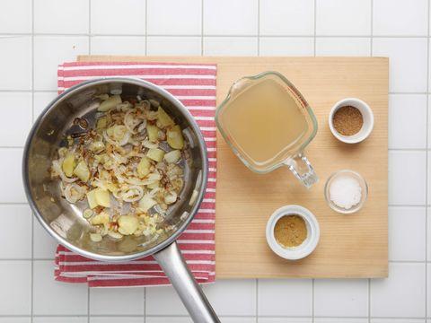 Dish, Food, Cuisine, Ingredient, Breakfast cereal, Meal, Breakfast, Vegetarian food, Snack, Oatmeal,