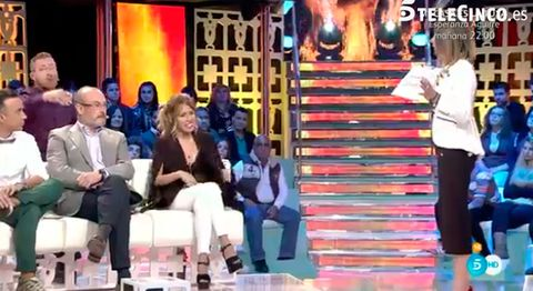 Leg, People, Social group, Community, Audience, Fashion, Television program, Television presenter, Stage, Boot,