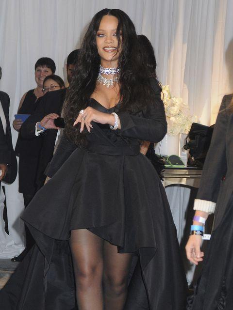 Clothing, Thigh, Leg, Fashion, Dress, Little black dress, Long hair, Shoulder, Black hair, Joint,