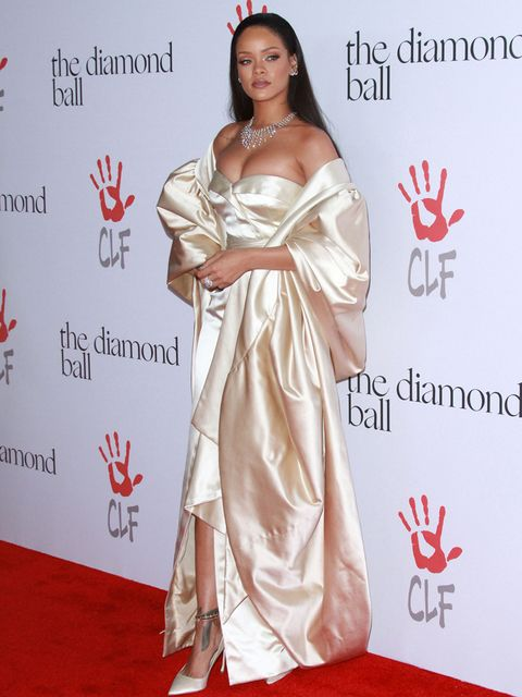 Flooring, Dress, Red, Formal wear, Carpet, Gown, Premiere, Fashion accessory, Fashion, Youth,