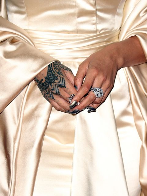 Finger, Sleeve, Wrist, Pattern, Nail, Body jewelry, Silver, Bracelet, Holding hands, Vein,