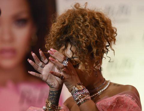 Finger, Hairstyle, Skin, Wrist, Hand, Style, Nail, Eyelash, Fashion accessory, Beauty,