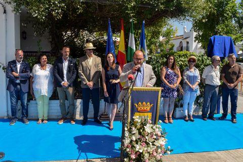 Flag, Community, Majorelle blue, Government, Pole, Carpet, Ceremony, Flower Arranging, Houseplant, Organization,