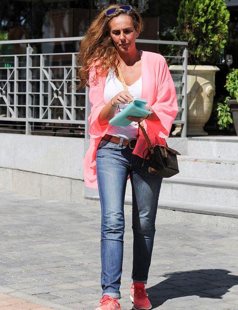 Clothing, Denim, Flowerpot, Trousers, Jeans, Textile, Outerwear, Bag, Style, Street fashion,