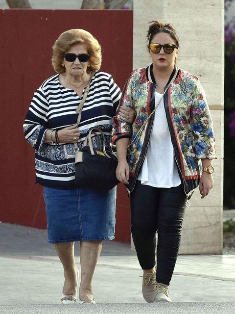 Clothing, Street fashion, Fashion, Jeans, Eyewear, Sunglasses, Footwear, Outerwear, Denim, Leg,