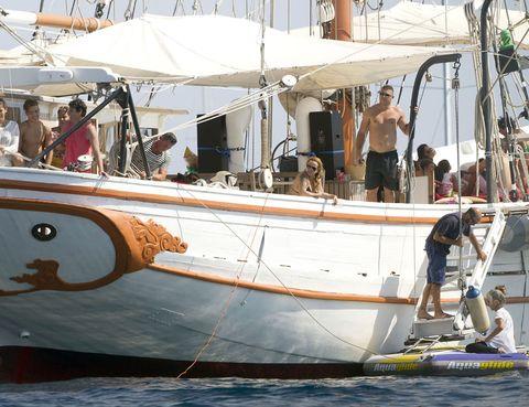 Recreation, Watercraft, Boat, Naval architecture, Sailboat, Ship, Boating, Skiff, Back, Harbor,