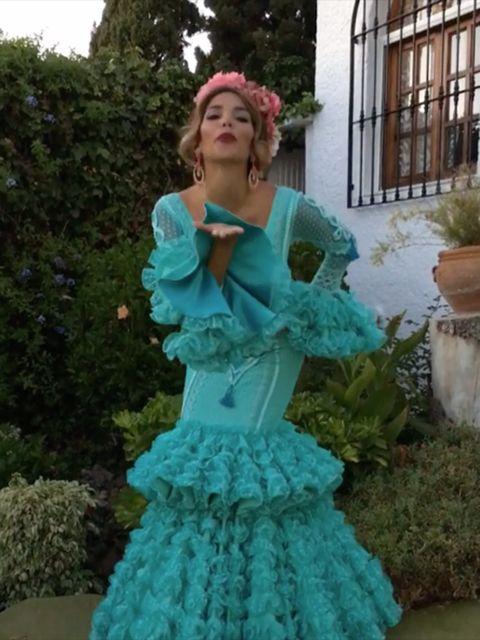 Clothing, Dress, Flowerpot, Teal, Petal, Formal wear, Aqua, Gown, Turquoise, Costume,
