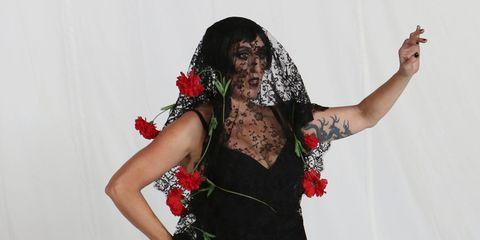 Joint, Wrist, Costume, Costume accessory, Waist, Abdomen, Trunk, Costume design, Dancer, Photo shoot,