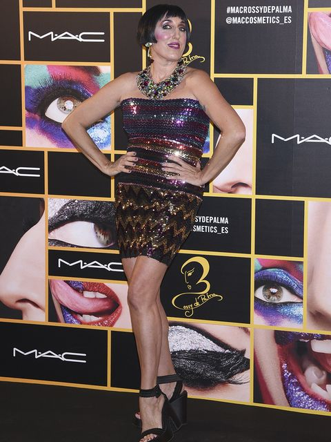 Clothing, Dress, Fashion model, Cocktail dress, Fashion, Carpet, Shoulder, Leg, Premiere, Thigh,