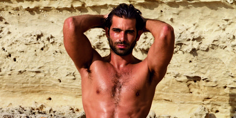 Human body, Chest, Barechested, People in nature, Facial hair, Trunk, Muscle, Organ, Abdomen, Active shorts,