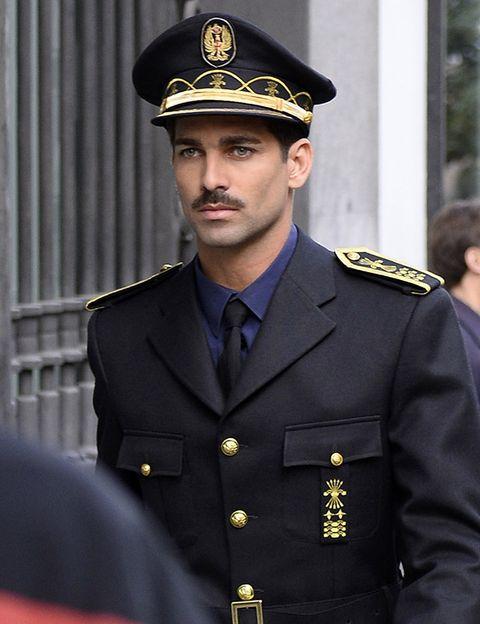 Dress shirt, Cap, Collar, Military uniform, Military person, Uniform, Formal wear, Non-commissioned officer, Blazer, Headgear,