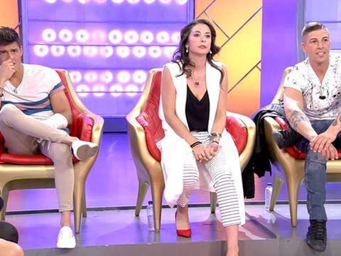Leg, Human leg, Thigh, Sitting, Fashion, Television program, Foot, Stage, Tights, Ankle,