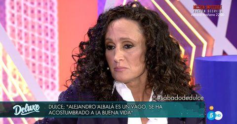 Hair, Hairstyle, Chin, Hair coloring, Long hair, Television presenter, Black hair, Newscaster, Brown hair, News,