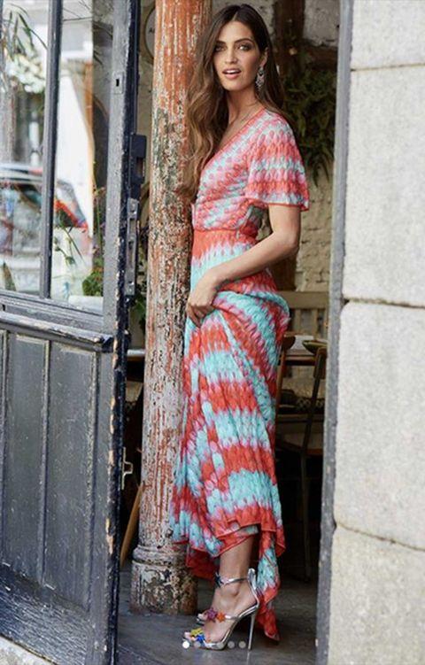 Clothing, Shoulder, Textile, Joint, Human leg, Style, Street fashion, Sandal, Pattern, Fashion,