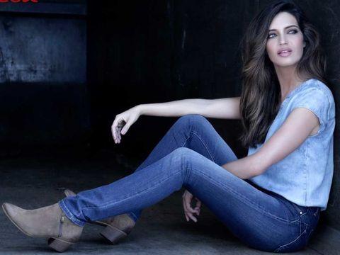 Jeans, Sitting, Blue, Clothing, Denim, Beauty, Photo shoot, Model, Leg, Fashion,