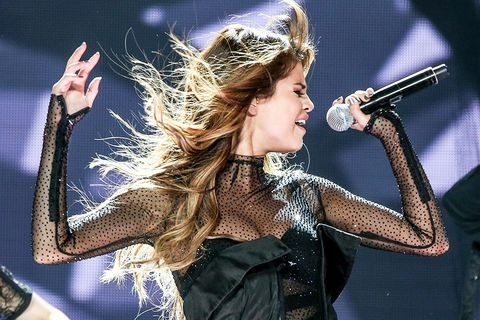 Audio equipment, Arm, Hairstyle, Microphone, Music, Entertainment, Performing arts, Hand, Music artist, Pop music,