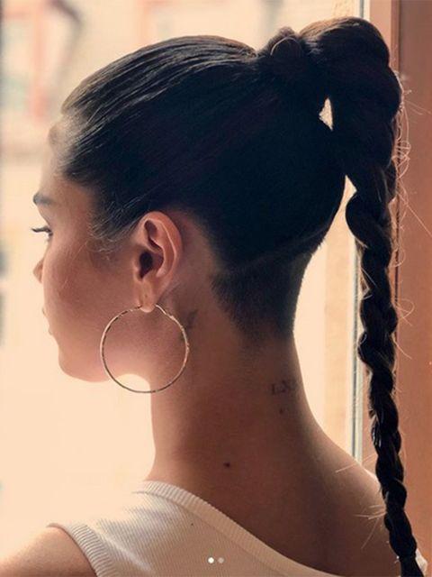 Ear, Earrings, Hairstyle, Skin, Chin, Forehead, Eyebrow, Style, Beauty, Jaw,