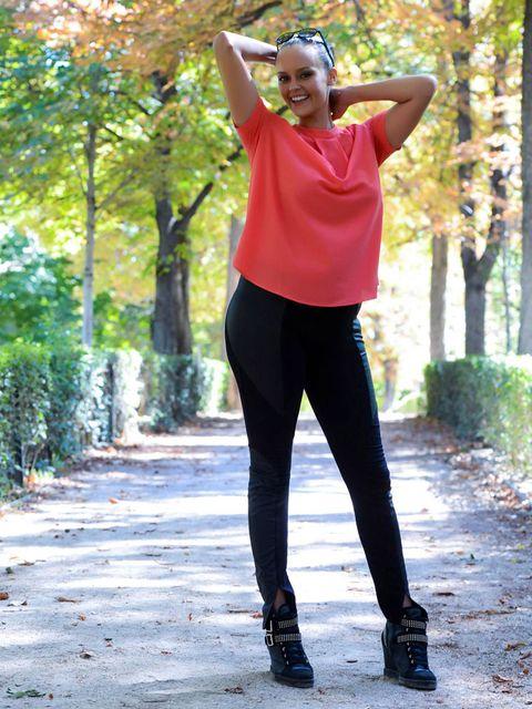 Sleeve, Active pants, sweatpant, People in nature, Street fashion, Waist, Knee, Fashion accessory, High heels, yoga pant,
