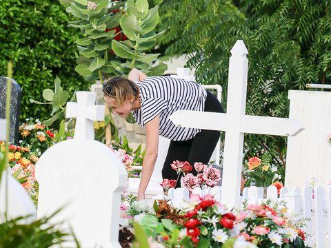 Petal, Flower, Bouquet, Floristry, Cut flowers, Flower Arranging, Garden, Floral design, Cross, Ceremony,