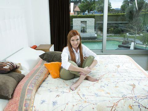 Comfort, Human body, Textile, Room, Interior design, Linens, Pillow, Bedding, Bed sheet, Throw pillow,