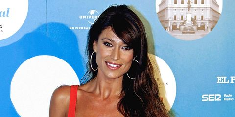 Hair, Hairstyle, Shoulder, Beauty, Brown hair, Long hair, Television presenter, Black hair, Chest, Eyelash,