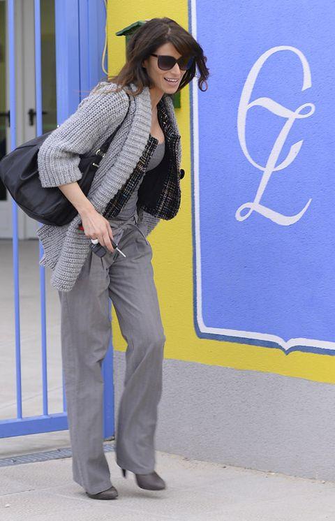 Eyewear, Sleeve, Outerwear, Collar, Sunglasses, Style, Bag, Street fashion, Blazer, Electric blue,